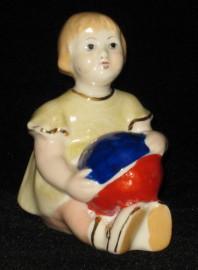 Статуэтка Девочка с мячом. Городница