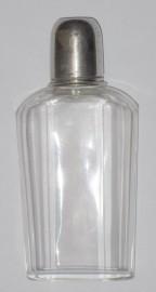 Старинная стеклянная фляжка со стопкой
